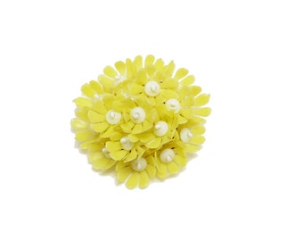 Plastic Yellow Flowers Brooch -  White Bead Center - Vintage Flower Bouquet Jewellery