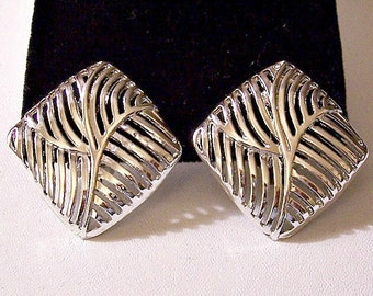 Open Palm Leaf Clip On Earrings Silver Tone Vintage Large Diamond Shape Flat Swirl Ribs Rounded Edges
