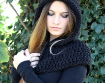 handknit hood with capelet