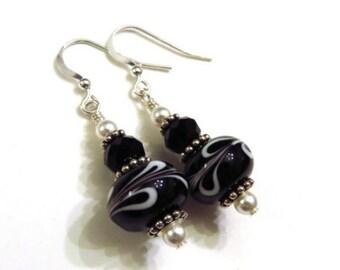 Black & White Swirl Lampwork Earrings With Swarovski Pearls, Black Earrings, White Earrings, Lampwork Jewelry, Pearl Earrings