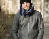 Woolen tube scarf.