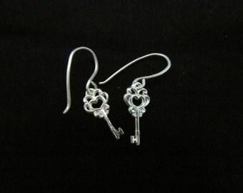 Silver Key Earrings. Small Filigree Key Dangle Earrings. 925 Silver Heart Key Earrings. Everyday Teens Jewelry. Unique Silver Earrings.