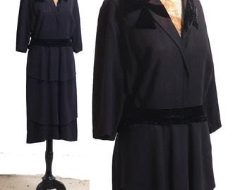 1940s Black Dress by HENRY GANS, size Medium Vintage 40s,  Silk & Velvet Collared Shift, Layered Tiered Skirt Bow Design Collar Tailored