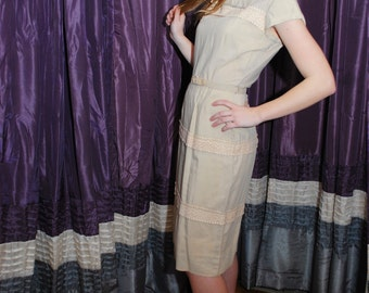 Just In Lace 1950s / 1960s Vintage Light Green Beige And Lace Wiggle Short Sleeve Dress With Bow Sz Small