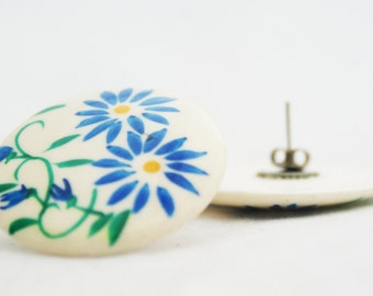 Earrings - Floral Circular Disk Painted Post Earrings 1970s Green and Blue Daisy
