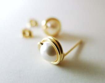 Wirewrapped Pearl Stud Earrings / Swarovski White Pearl / 925 Silver / 14k Gold-filled / 14k Rose Gold-filled