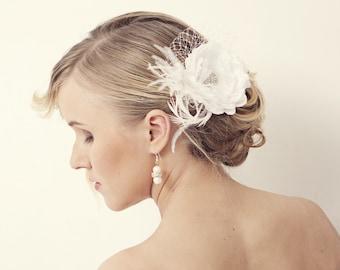 Bridal Hair Flower, Bridal Fascinator, White Wedding Fascinator, Bridal Headpiece, Feather Hair Accessory, Floral Hairpiece