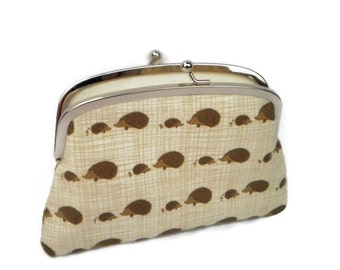 Hedgehog wallet with two compartments, kiss lock coin purse with cream beige fabric