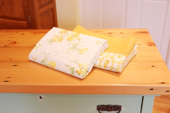 Good Night 2 Vintage Flat Bed Sheets In Floral Patterns