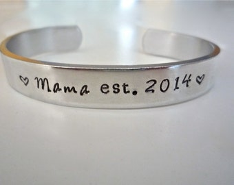 "New Mom Gift, Mom-to-be, Baby Shower gift, ""Best Mom Ever"",-Personalized Bracelet, Mother of the Bride Gift,  by TheSilverSwing"