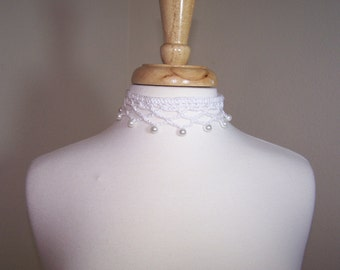 Bridal Crochet Choker Necklace with pearls / White lattice crochet necklace with dangle pearls
