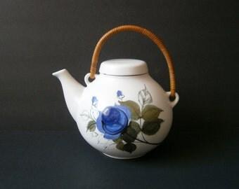 Arabia Finland Floral Teapot Hikka Lisa Ahola Ulla Procope Ceramic Danish Modern Flowers