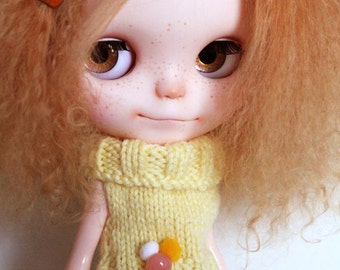 Blythe -  Yellow sleeveless Sweater with pompoms and bouton