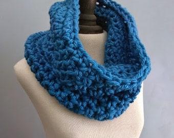Chunky Cowl Big Neckwarmer Womens Crochet Warm Infinity Scarf / in Ocean Blue