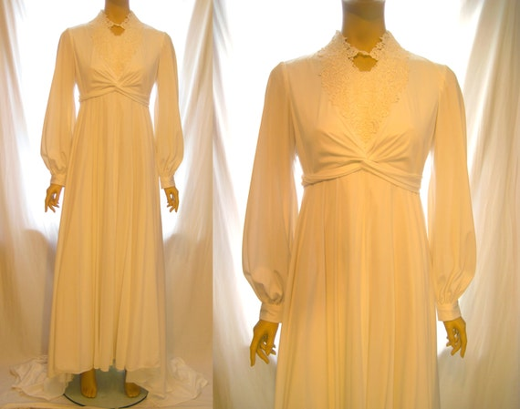 1970s Vintage Long Sleeve Lace White Wedding Dress Lace