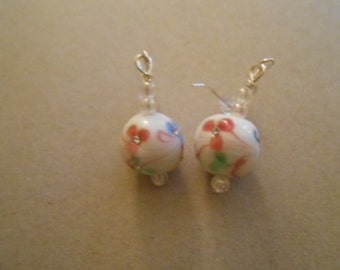 Round White Flowered Earrings Item No. 33