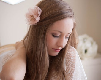 Bridal flower hair clip, hand pressed silk flower hair pin, blush flower, ivory white flower, wedding flower hair clip, organza flower #124