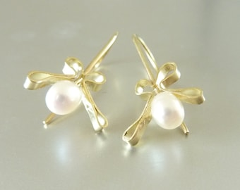 Earrings gold bows and pearl drops, Freshwater Pearl, easy, graceful - handmade by SILVERLOUNGE
