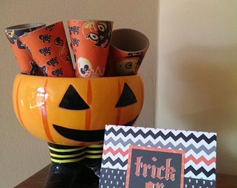 """Set of 2 """"Trick or Treat"""" Halloween cards"""