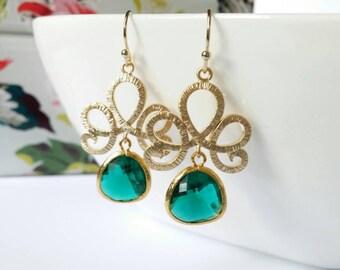 Emerald earrings, chandelier earrings, green crystal earrings, green drop earrings, gold dangle earrings, emerald green dangle earrings