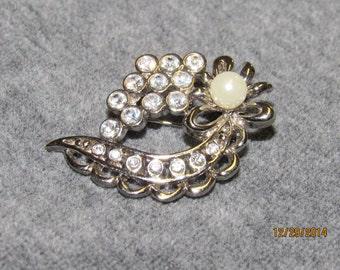 Pearl brooch, Vintage silver tone brooch pin, faux pearl and rhinestone brooch, vintage jewelry