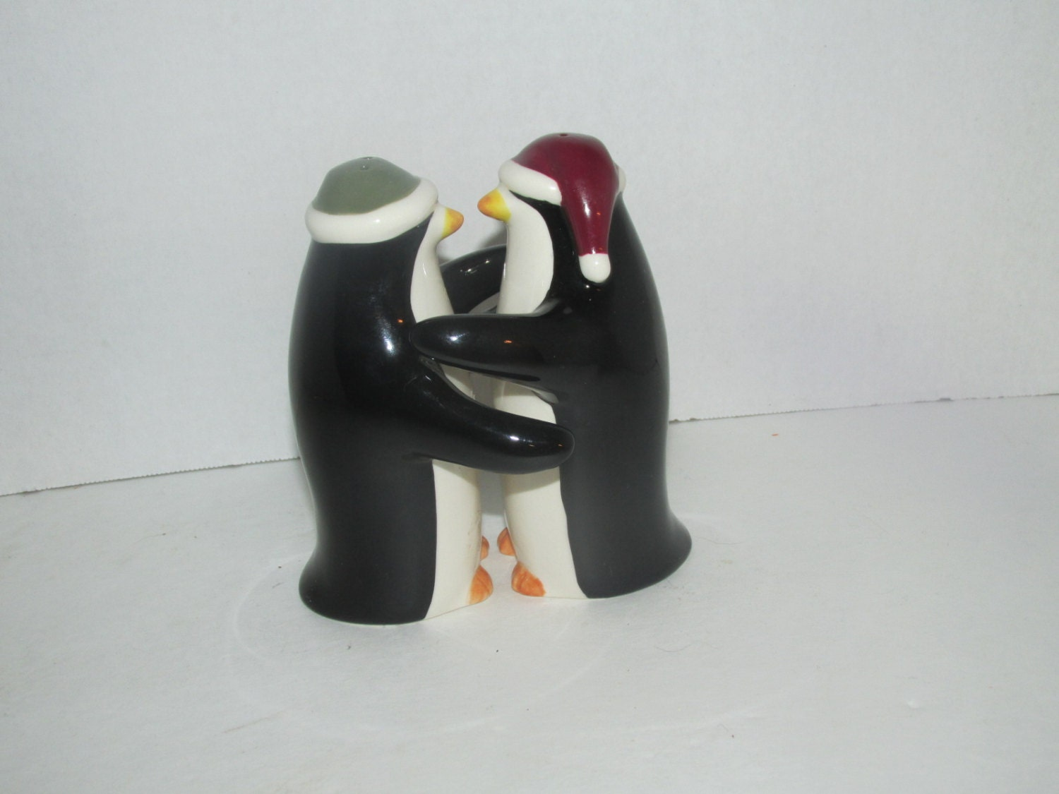 Vintage hugging kissing penguin salt and pepper shakers - Hugging salt and pepper shakers ...