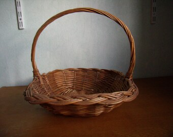 Pretty basket Wicker vintage handmade. 1980