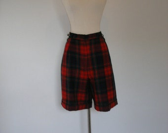 80s ladies fall shorts. Preppy plaid shorts, pure wool red prep school winter shorts. Pleated worsted wool shorts, size M-L.