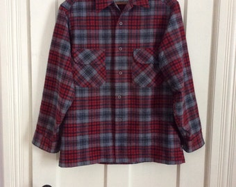 Vintage Pendleton Virgin Wool Plaid Mens Loop Shirt size Large Gray Blue Red Pocket Flaps