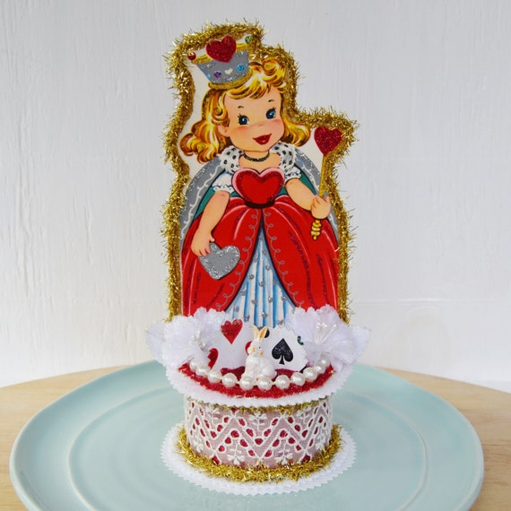 Items similar to Queen of Hearts Decoration and Cake ...