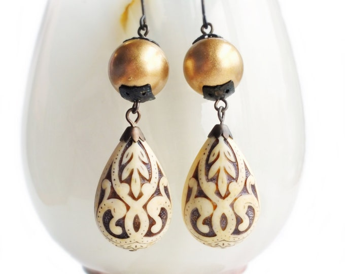 Victorian Drop Earrings White Gold Etched Beads Large Vintage Dangle Matte Gold Ivory Teardrop Bronze Earrings Bridal Statement ewelry