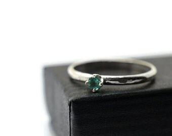 3mm Apatite Engagement Ring, Customised Natural Green Gemstone Ring, Minimalist Sterling Silver Claw Ring, Personalised Jewelry