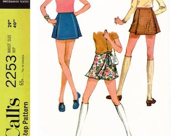 """1969 Scooter Skirt, Culotte Skirt, Pantskirt, Summer of Love Mini Skirt/Shorts, McCall's 2253, Pick Waist 23""""/Hip 33.5"""" or W 27""""/H 38"""" Uncut"""