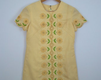 60s Embroidered Flower Wiggle Dress
