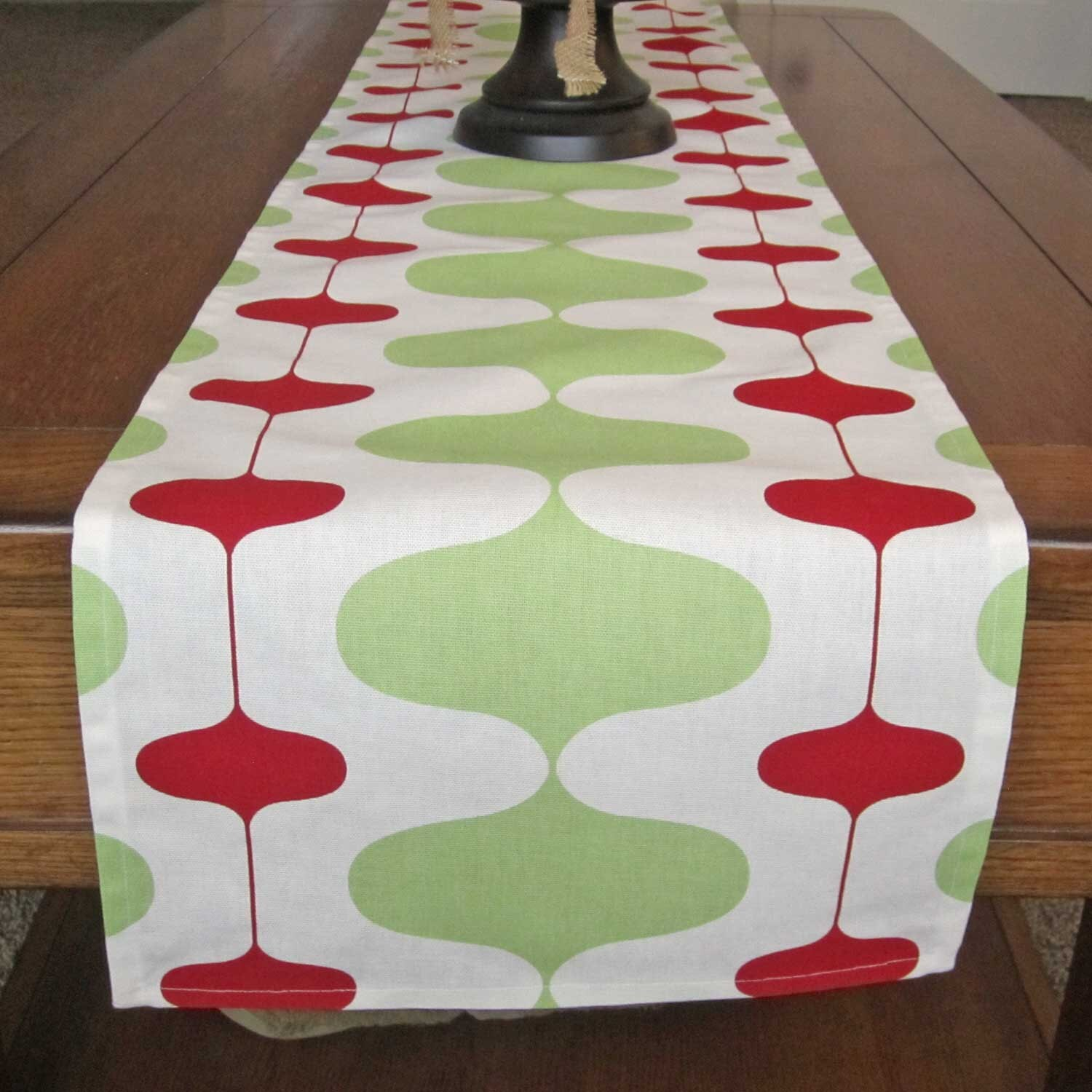 red and green table runner christmas table runner red and. Black Bedroom Furniture Sets. Home Design Ideas