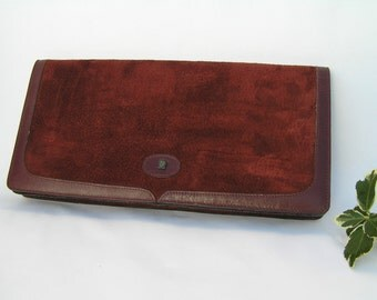 Vintage envelope suede and smooth leather red oxblood color handbag from the 1960s.