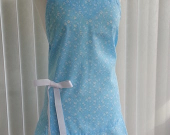 Flounce apron, blue with white flowers