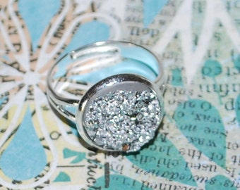 Bright grey Adjustable ring