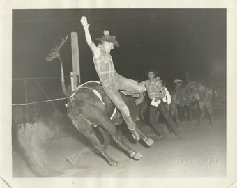 rp - TEXAS - Ft Worth - BULL RIDER - 8 X 10 Original  Photo by James Cathey - Circa 1948