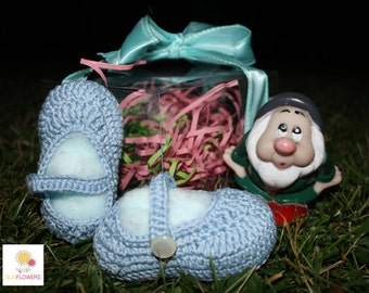 Crochet baby shoes handmade gift idea