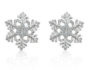 Snowflake Stud Earrings | If you love the winter season, than this earring set is the perfect reminder