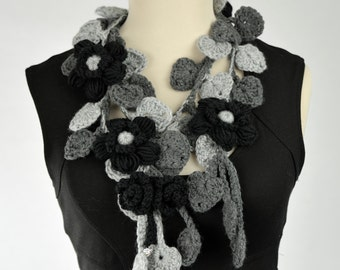 Necklace neck warmer scarf with flowers and leaves to crochet