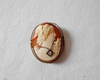 Beautiful Victorian Cameo Pin