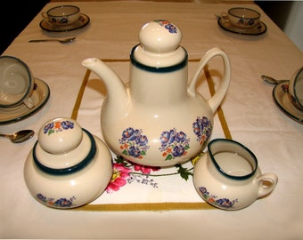 Vintage coffee set / tea set with teapot and cups and accessories