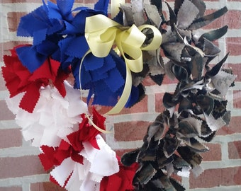 This is a military support the troops wreath. Can change the camouflage to a branch of service.