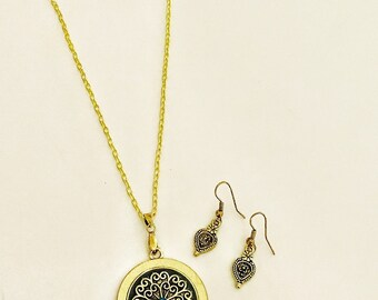 Statement pendant necklace and earring set