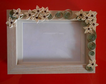 Quilled frame: flowers