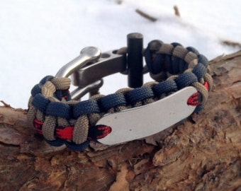 Survival Bracelet with Fire Starter and Fishing Tackle