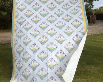 1920/30's SUNRISE QUILT. Price reduced. Hand stitched and quilted feedsacks quilt. Gorgeous fabrics.