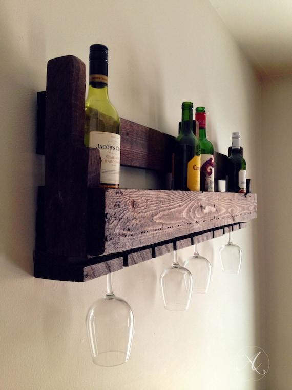 Reclaimed wooden wine rack pallet wall hung wine rack - Combien de bouteilles de vin sur une palette ...